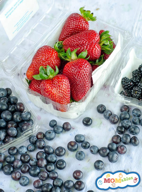How-To-Store-Berries-In-The-Fridge so they last longer MOMables.com