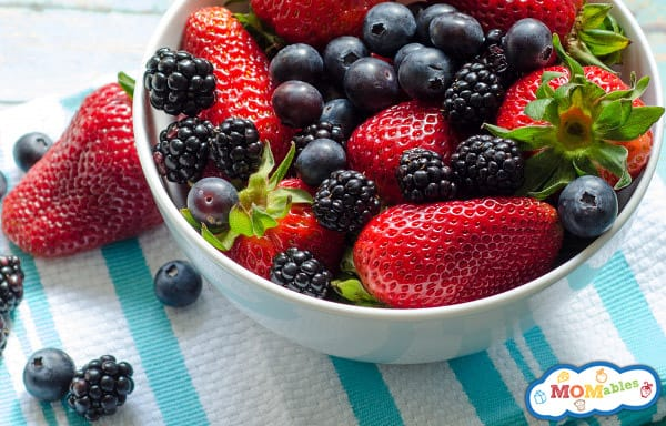 how to keep berries fresh so they last longer in the refrigerator MOMables.com