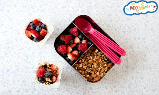 Lunchbox parfaits and yogurt packing tips via MOMables.com