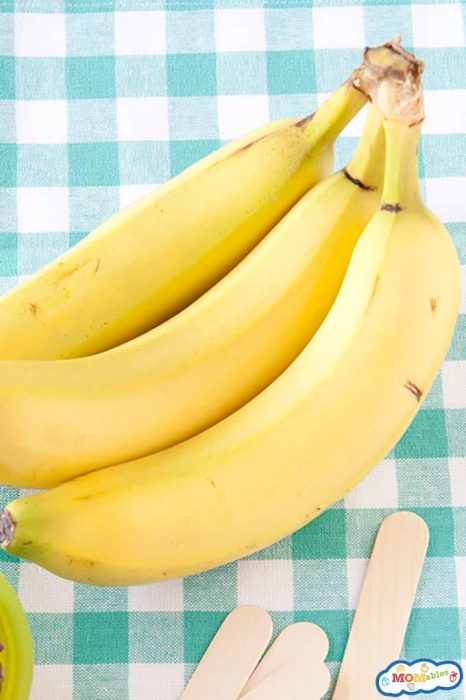 Images: Bananas on a blue and white checkered cloth