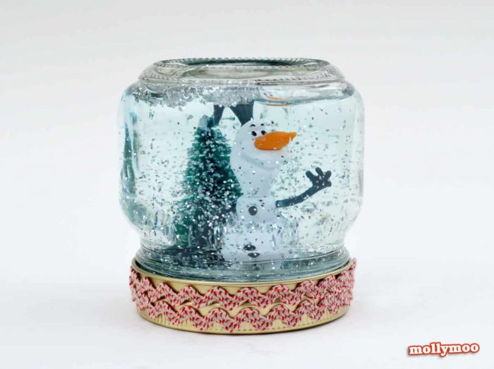 DIY Snow Globe for Kids: Such a cute idea for the kids to be able to customize their very own snow globe!