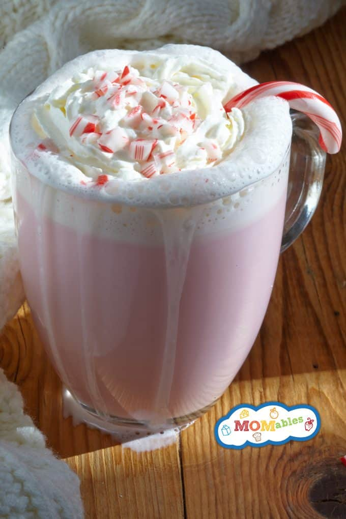 Peppermint White Hot Chocolate: Creamy and delicious treat that taste like Christmas in a cup!