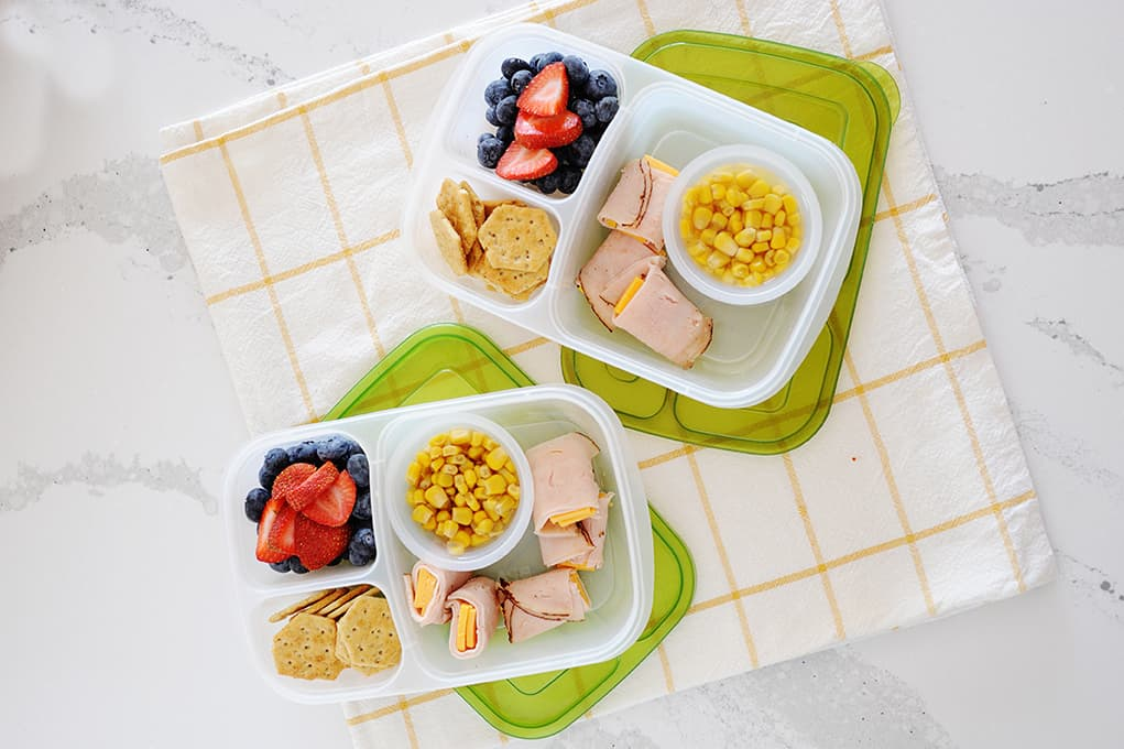 Bento lunches are the best lunches! It's a smorgasbord of all the good things like fresh fruit, protein, and veggies