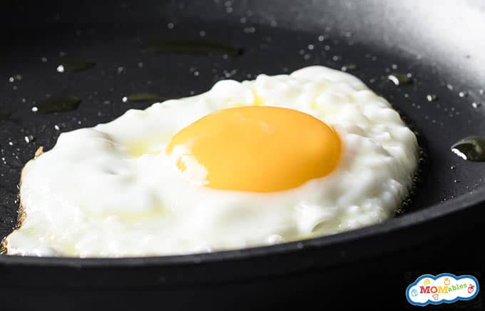 Image: Sunny side up fried egg in a pan