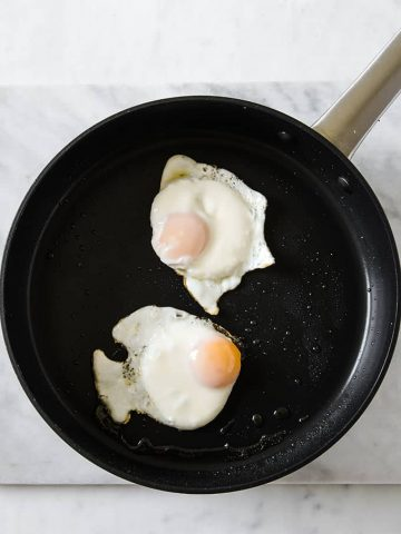 Image: Fried eggs in a skillet